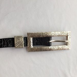 CHICO'S BLACK CRINKLE PATENT BELT SIZE SMALL